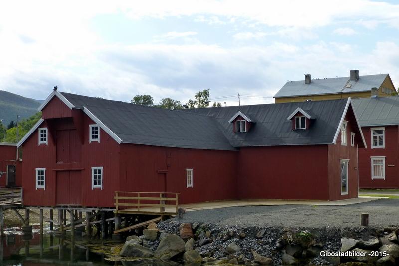 Gammelbutikken og brygga i 2013