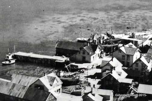 Havneområdet og Gammelbutikken med brygga ca 1948.
